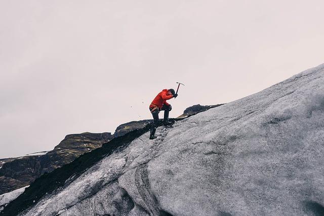 mountain-climbing-802099_640