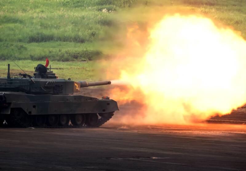 砲撃する戦車