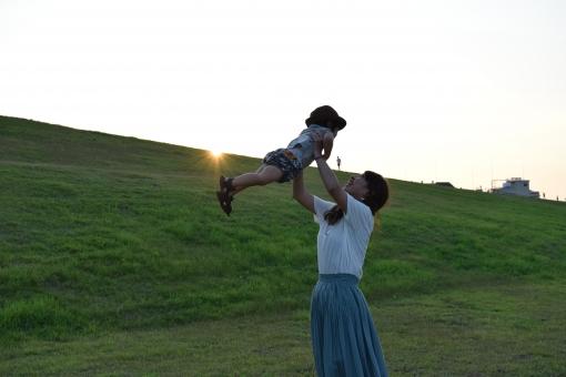 子供を愛する女性