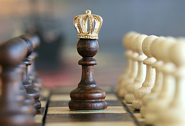 王冠を被っているポーン