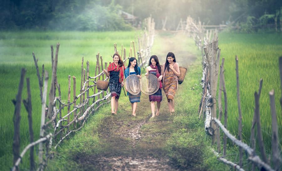 農村民の女性
