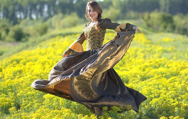 花畑で踊る女性