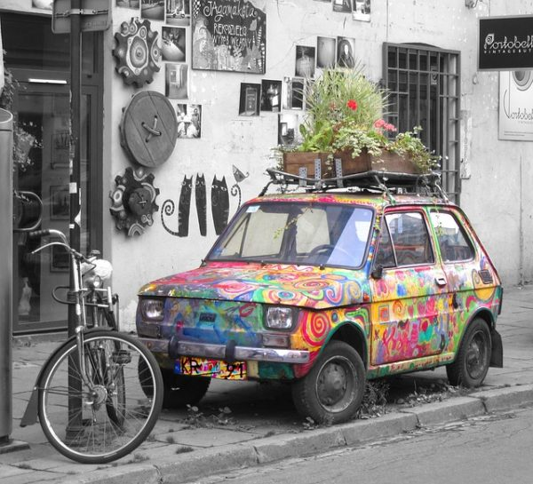 斬新な色合いの車