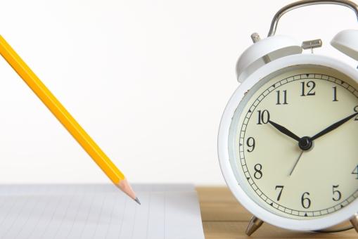 時計と鉛筆