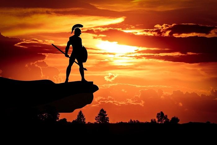 夕日を背景にする戦士